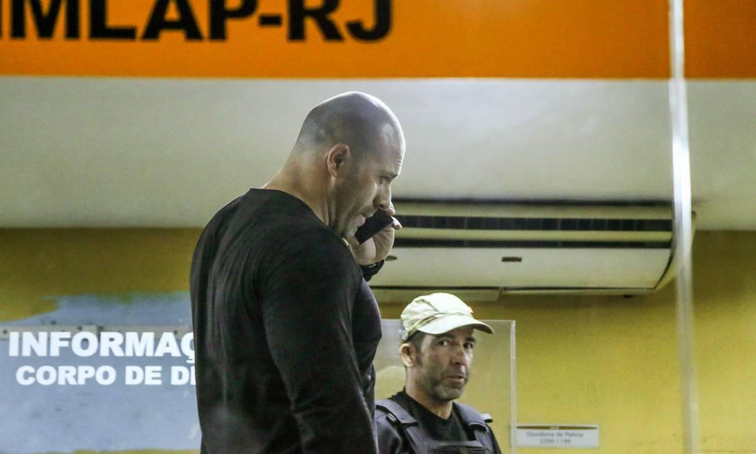 Deputado federal Daniel Silveira (PSL) chega ao IML do Rio de Janeiro para fazer exame de corpo de delito, depois de ser preso sob ordem do ministro Alexandre de Moraes, do STF, por divulgar vídeos em que atacava a corte Foto: Betinho Casas Novas / Futura Press / Agência O Globo