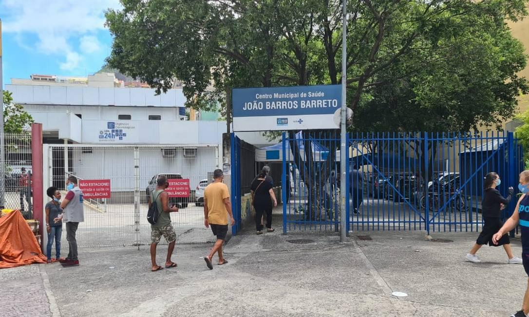 Técnica de enfermagem do Centro Municipal de Saúde João Barros Barreto, em Copacabana, foi afastada Foto: Marcos Nunes / Agência O Globo