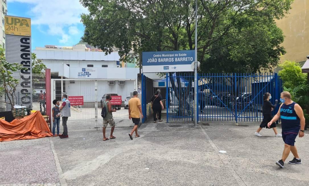 Fachada do Centro de Saúde onde idosa teria recebido vacina de vento Foto: Marcos Nunes/Agência O Globo / Agência O Globo