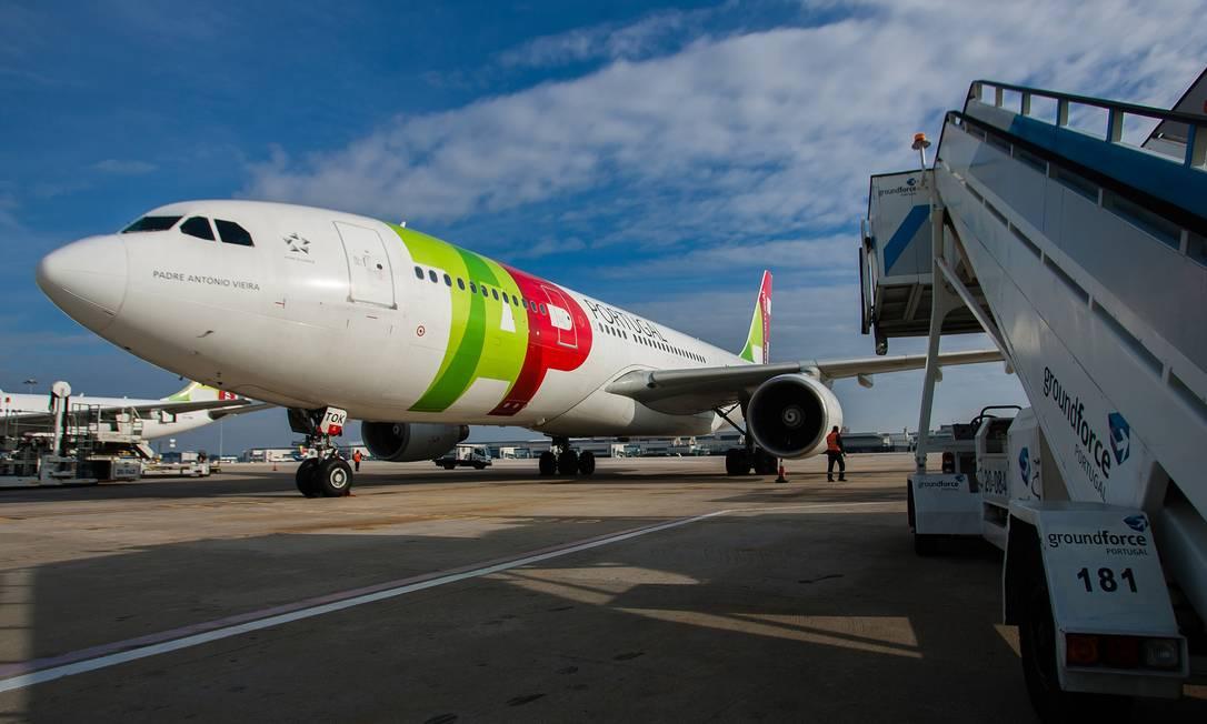 Avião da TAP é visto no pátio do Aeroporto de Lisboa em Lisboa, Portugual Foto: Mario Proença / Bloomberg/08-01-2012