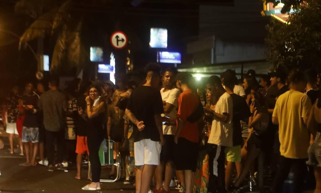 Sem cuidado: aglomeração na Avenida Olegário Maciel, na Barra da Tijuca, durante o carnaval Foto: Luiza Moraes / Agência O Globo