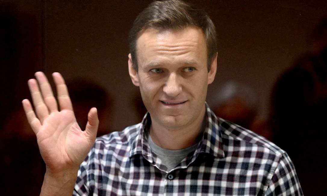 Alexei Navalny ficou dentro de uma cela de vidro durante audiência no tribunal distrital de Babushkinsky, em Moscou. O oponente mais proeminente do Kremlin, Navalny enfrenta duas decisões judiciais depois de ter retornado à Rússia após um ataque por envenenamento Foto: KIRILL KUDRYAVTSEV / AFP - 20/02/2021