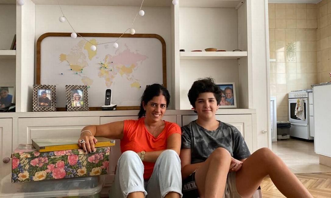 A professora de espanhol Inés Barcia com um dos filhos: família embarca dentro de quatro semanas para morar na Espanha, em busca de uma vida melhor Foto: Arquivo pessoal
