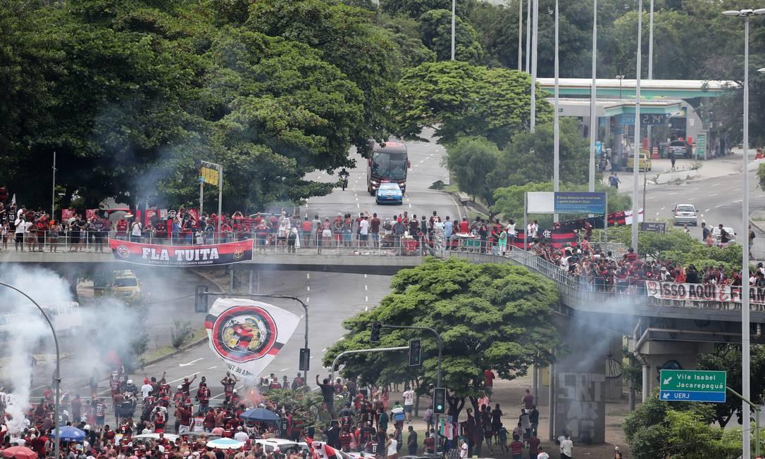 Rubro-Negros se juntaram nos arredores do Maracanã Foto: SERGIO MORAES / REUTERS