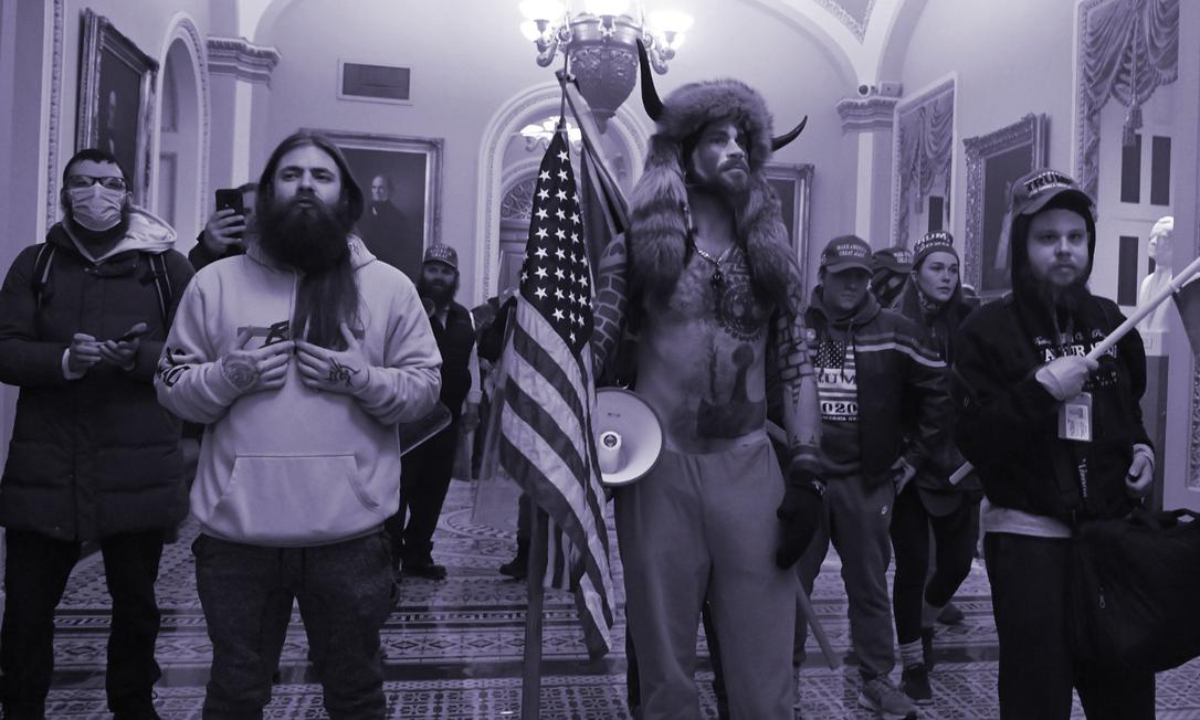 Apoiadores de Trump invadem o Capitólio para impedir certificação da vitória de Biden pelo Congresso Foto: SAUL LOEB / AFP/06-01-2021