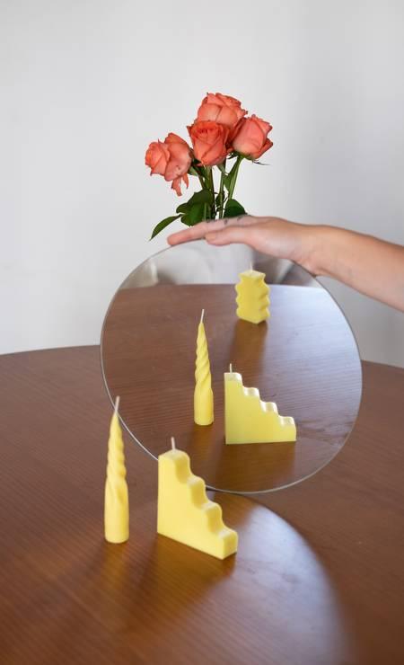 A jornalista Thatiana Mazza lançou a Pasta Estúdio de velas em tons pasteis como amarelo, azul e rosa Foto: Reprodução
