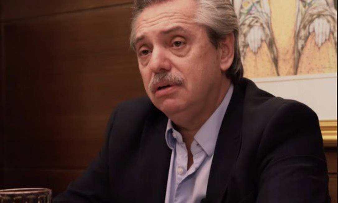 Presidente argentino Alberto Fernández durante a primeira cúpula virtual de chefes de Estado do Mercosul. Na semana passada, um escândalo de fura fila na campanha de vacinação estorou no país Foto: 03/07/2020 / Infoglobo