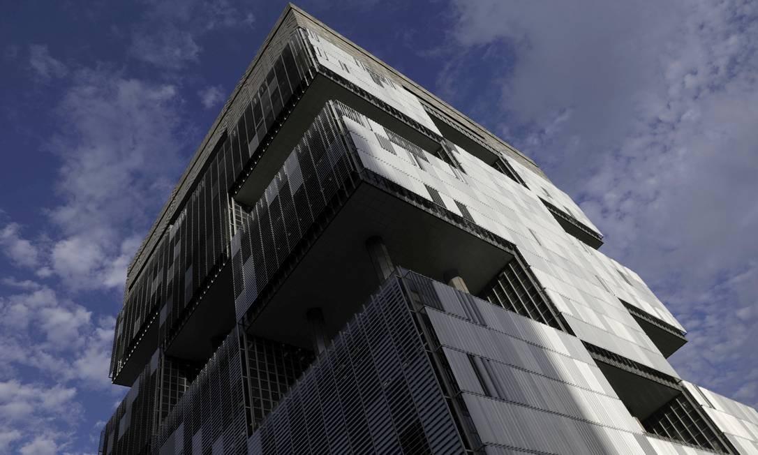 Edifício-sede da Petrobras, no Centro do Rio: Conselho da empresa se reúne hoje Foto: RICARDO MORAES / REUTERS