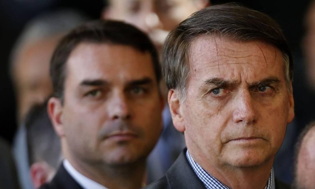Jair e Flávio Bolsonaro Foto: Jorge William/Agência O Globo