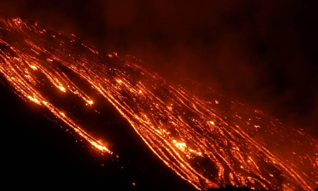 L'Etna, visto da Zafferana Etnea, Italia, Foto: ANTONIO PARRINELLO/REUTERS