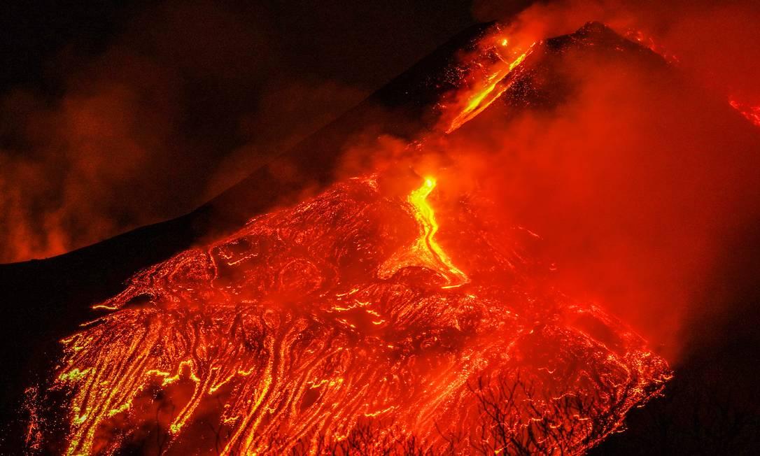 Il vulcano Etna, visto dal villaggio di Fornazzo, Italia, Foto: ANTONIO PARRINELLO / REUTERS