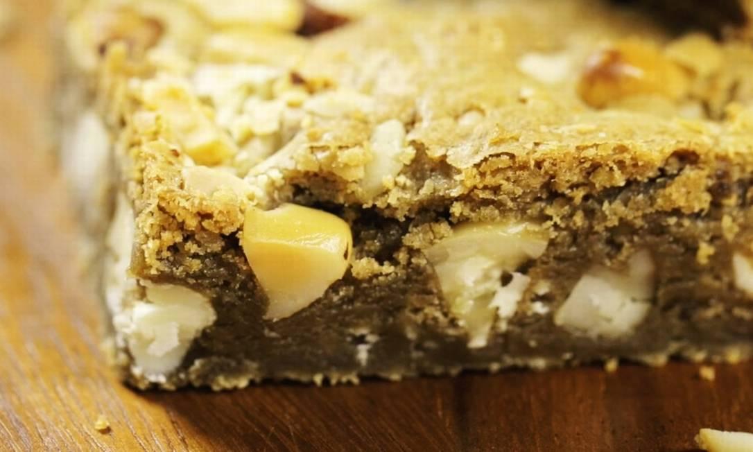 Brownie de chocolate branco com cumaru Foto: O Globo/ G Lab