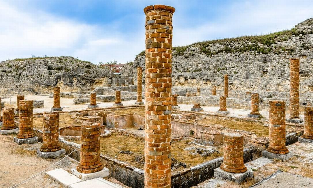 Colunas de uma antiga residência romana no sítio arqueológico de Conímbriga, perto de Coimbra, em Portugal Foto: Turismo do Centro de Portugal / Reprodução