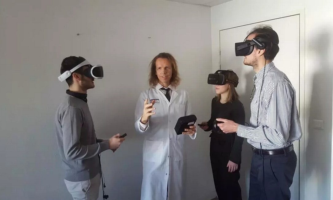 O psiquiatra francês Eric Malbos, do hospital de Marselha, criou um programa para tratar fobias de seus pacientes com realidade virtual Foto: Divulgação