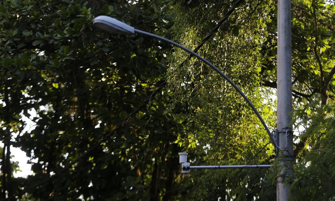 Sensor inteligente também é multifunção, podendo medir de pluviômetro a detector de corrente elétrica no trecho alagado Foto: Domingos Peixoto