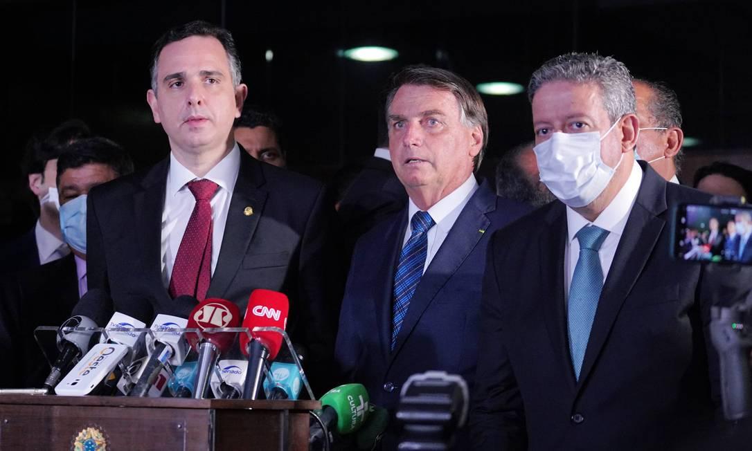 O presidente do Senado, Rodrigo Pacheco (DEM-MG), o presidente Jair Bolsonaro e o presidente da Câmara, Arthur Lira (PP-AL) Foto: pablo valadares / Câmara dos Deputados