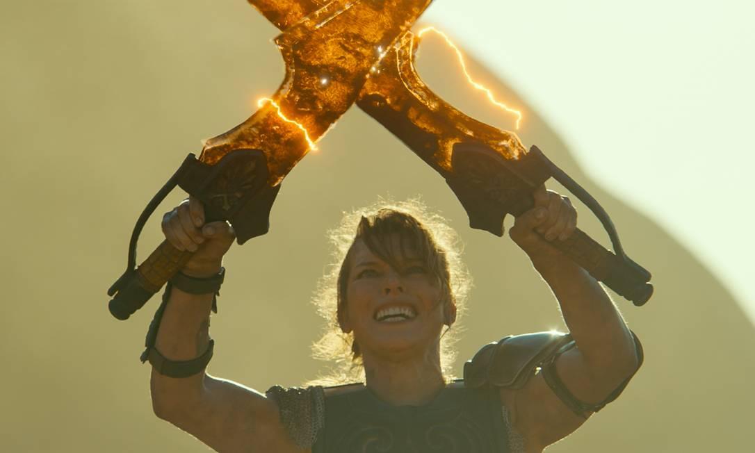"""Milla Jojovich é a protagonista filme """"Monster hunter"""": na trama, ela é a tenente Artemis, que, após enfrentar uma tempestade de areia, é transportada, junto com sua equipe, para um universo de criaturas perigosas Foto: Divulgação"""