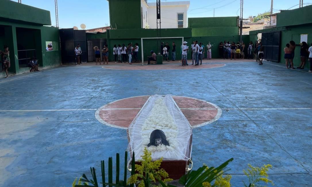 Ray Pinto Faria, de 14 anos, foi velado com o seu boné preferido em uma quadra da comunidade do Campinho Foto: Divulgação/ONG Rio de Paz