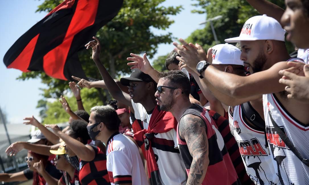 'AeroFla' pelas lentes de Alexandre Loureiro. Rubro-negros prestam apoio antes da 'final' do Campeonato Brasileiro Foto: ALEXANDRE LOUREIRO / REUTERS