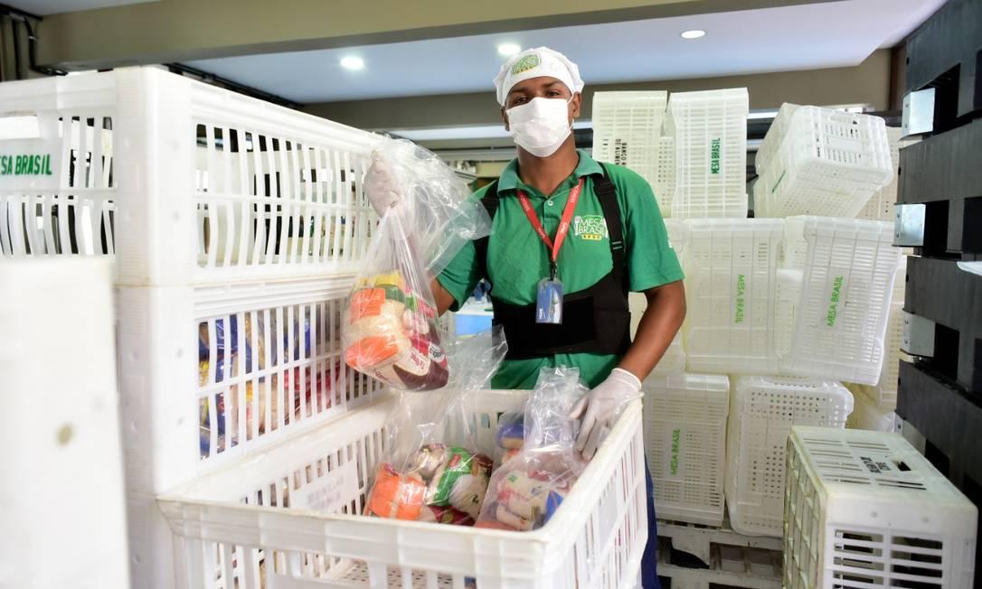 O Mesa Brasil Sesc RJ atua no combate à fome e ao desperdício, recolhendo doações e as distribuindo a instituições sociais cadastradas, como creches, abrigos e asilos. Foto: Casa da Foto