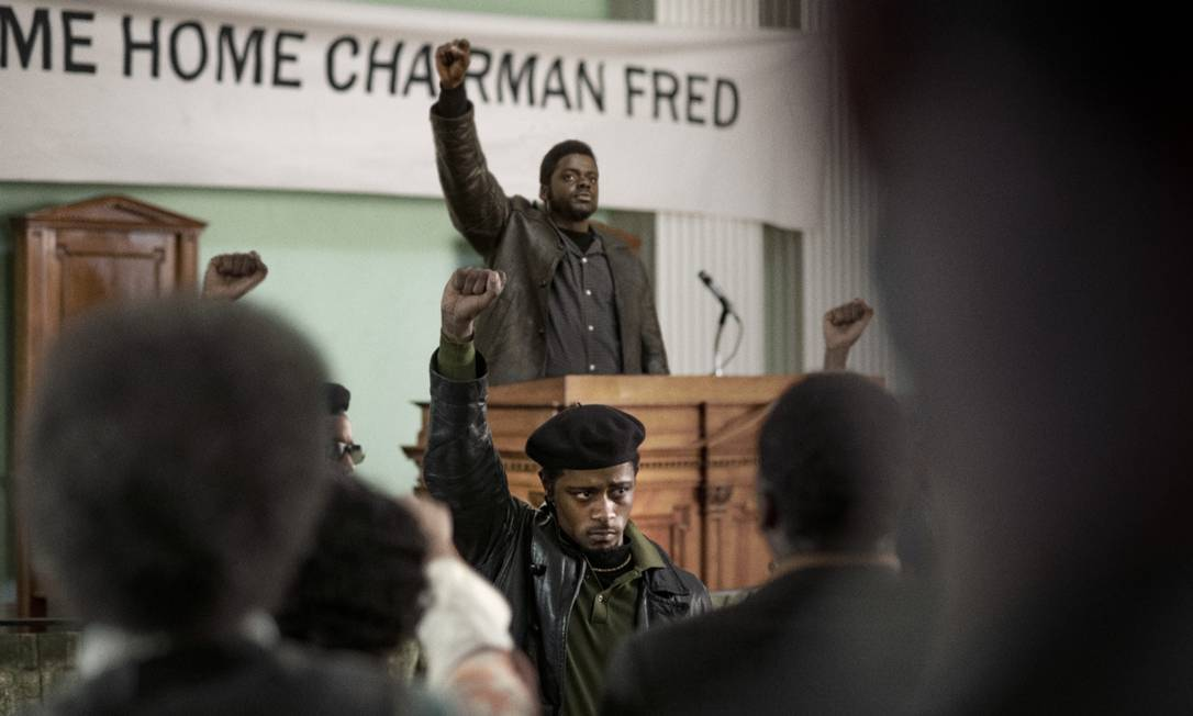 Em 'Judas e o messias negro', Daniel Kaluuya é Fred Hampton, presidente dos Panteras Negras assassinado após traição de William O'Neal (LaKeith Stanfield) Foto: Warner / Divulgação