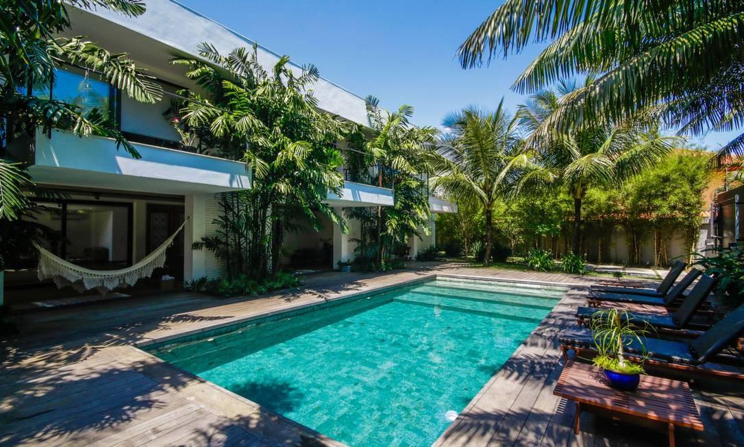A casa na Barra com 912 metros quadrados, seis suítes e vagas para quatro carros custa R$ 8,4 milhões Foto: Divulgação/Ricardo Perri