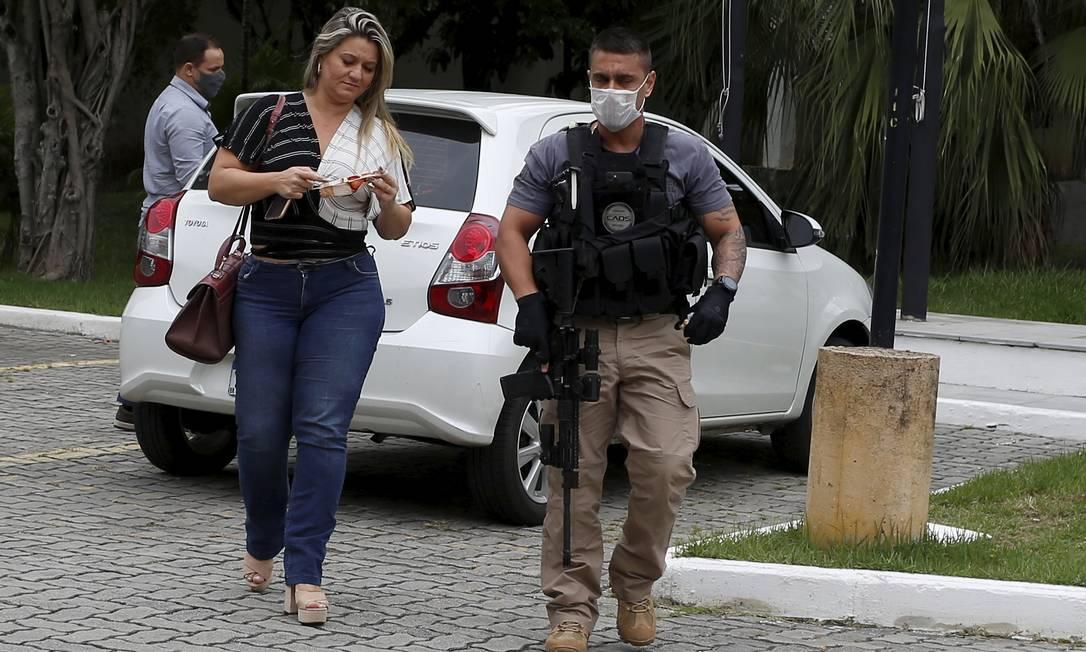 Carminha Jerominho chega à Cidade da Polícia Foto: Fabianno Rocha / Agência O Globo