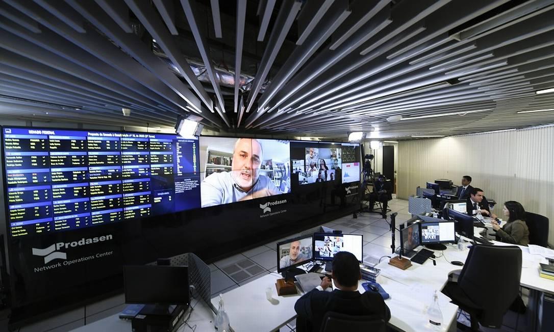 Sessão deliberativa remota no Senado: adiamento de PEC do auxílio Foto: Edilson Rodrigues / Agência O Globo