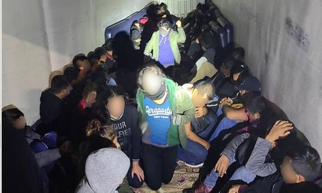 Imigrantes ilegais encontrados em carroceria de caminhão Foto: Divulgação
