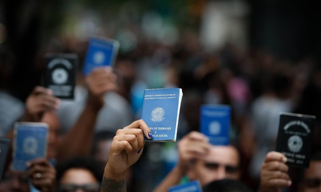 Fila de empregos na Tijuca,a na Zona Norte do Rio Foto: Pablo Jacob / Agência O Globo