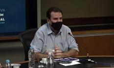 Paes durante apresentação, nesta sexta-feira, do novo boletim epidemiológico Foto: Reprodução