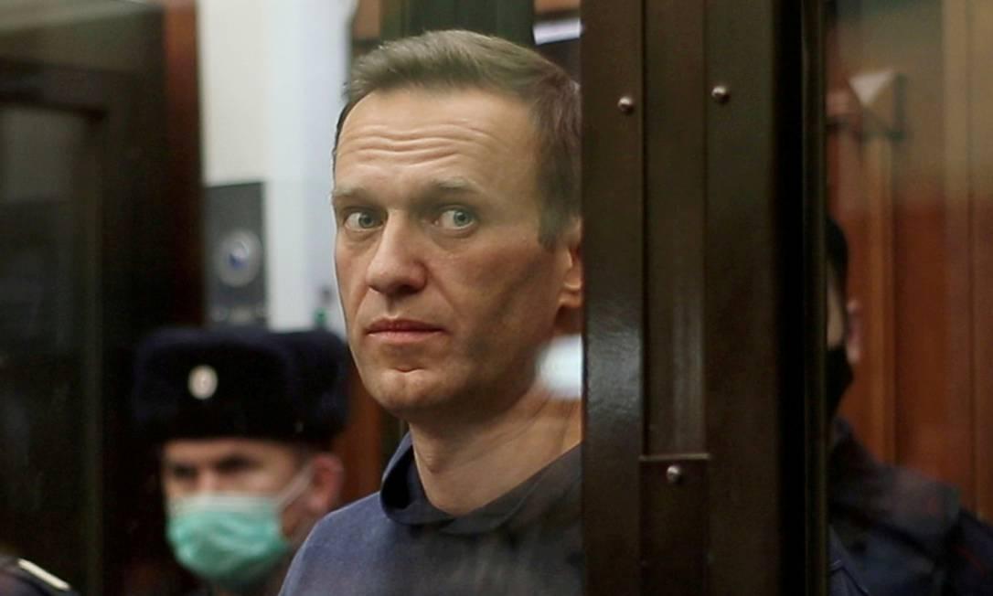 Imagem mostra Alexei Navalny em uma cela de vidro durante o anúncio de um veredicto do tribunal em Moscou, Rússia Foto: SIMONOVSKY DISTRICT COURT / via REUTERS/02-02-2021
