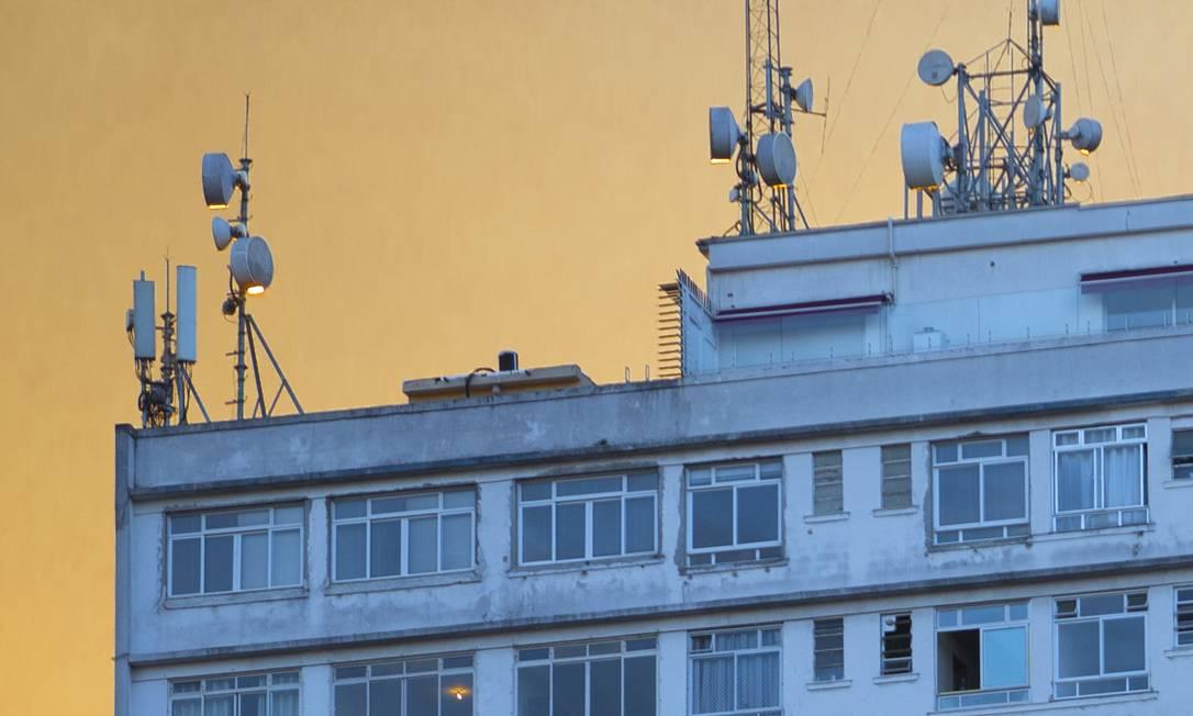 Antenas de telefonia móvel em São Paulo. Governo quer 5G operando em 2022 Foto: Edilson Dantas / Agência O Globo