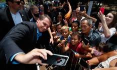 O presidente Jair Bolsonaro com apoiadores Foto: Alan Santos / Presidência