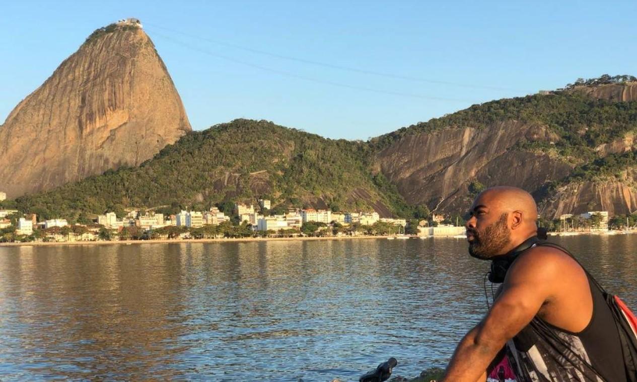 Apaixonado: Pedro Henrique dos Santos gosta de dizer que não mora no Rio, ele 'namora' a cidade Foto: Pedro Henrique dos Santos / Cortesia