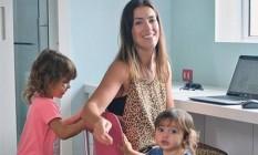 Camila Garbin e as filhas: 'Quando você vê, fica no multitarefas' Foto: Marco Ankosqui