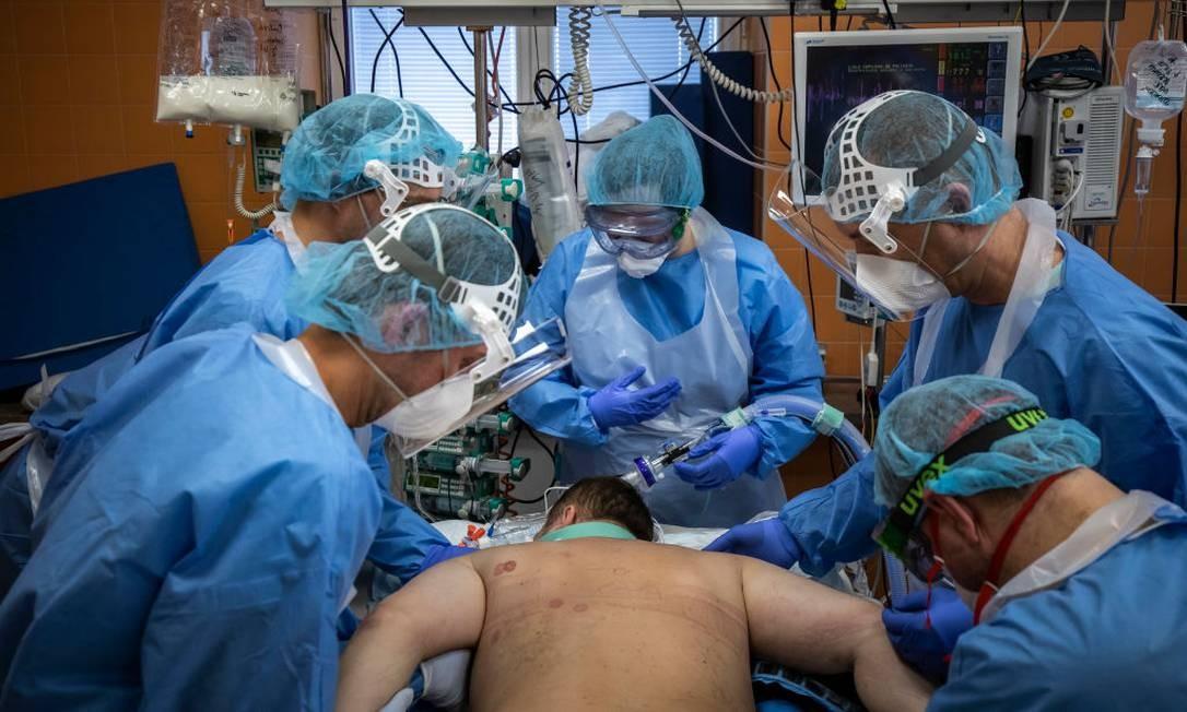 Mortalidade por Covid-19 em UTIs brasileiras é de 35,2% Foto: Gabriel Kuchta / Getty Images