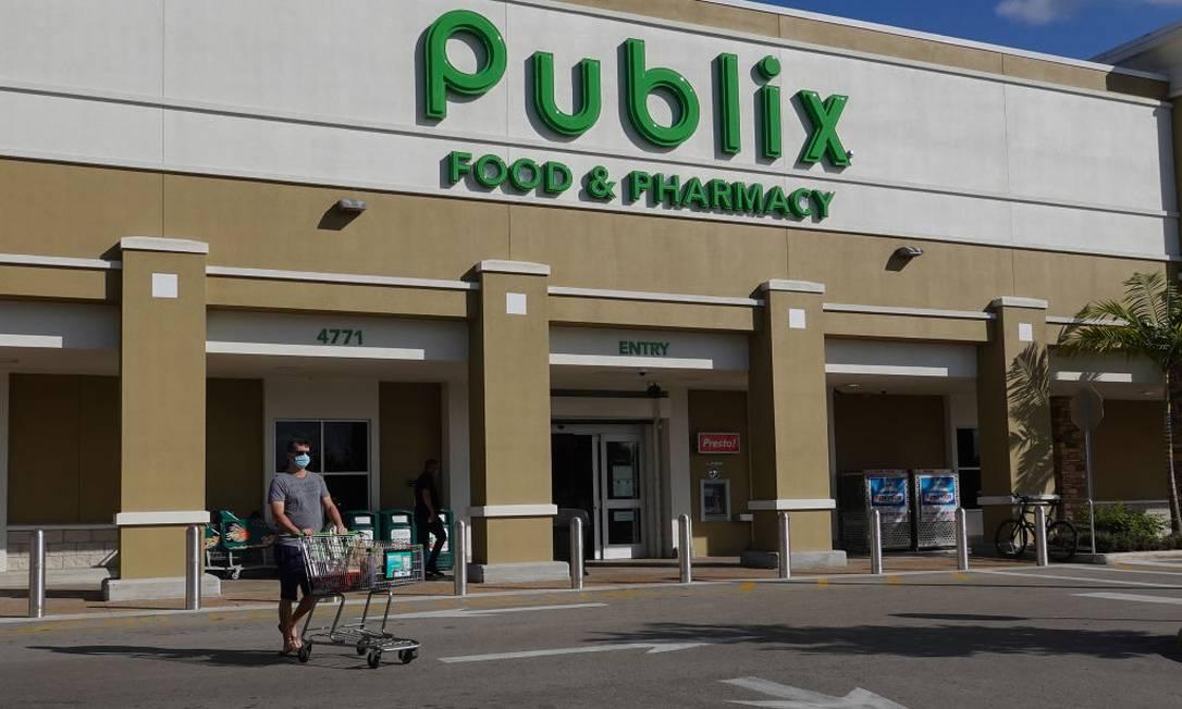 Rede de supermercados da Califórnia inicou vacinação de idosos Foto: Joe Raedle / Getty Images
