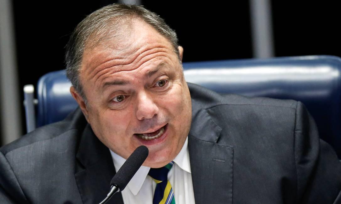 O ministro da Saúde, Eduardo Pazuello, em sessão no Senado Foto: ADRIANO MACHADO/REUTERS/11-2-2021