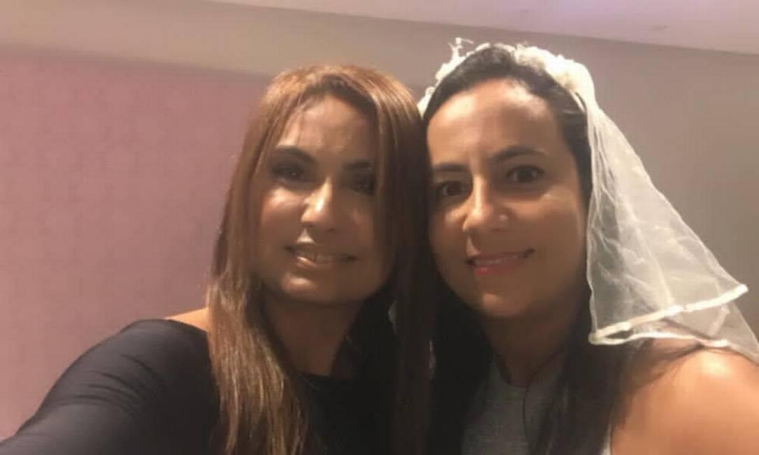Promotora Carmen Eliza, encarregada de investigar Flávio Bolsonaro, é madrinha de casamento de Luciana Pires, advogada do senador Foto: Reprodução