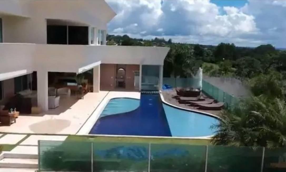 Área externa da mansão adquirida por Flávio Bolsonaro, em Brasília, por R$ 6 milhões Foto: Reprodução
