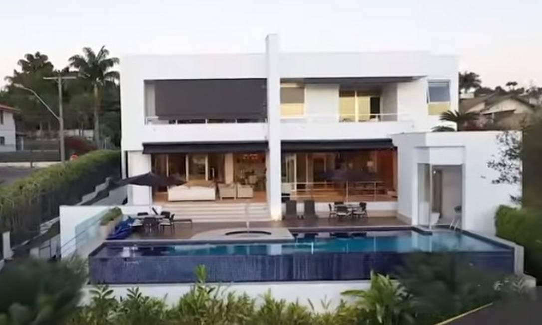 Fachada da mansão comprada pelo senador Flávio Bolsonaro (Republicanos-RJ) por R$ 6 milhões, em área nobre de Brasília Foto: Reprodução