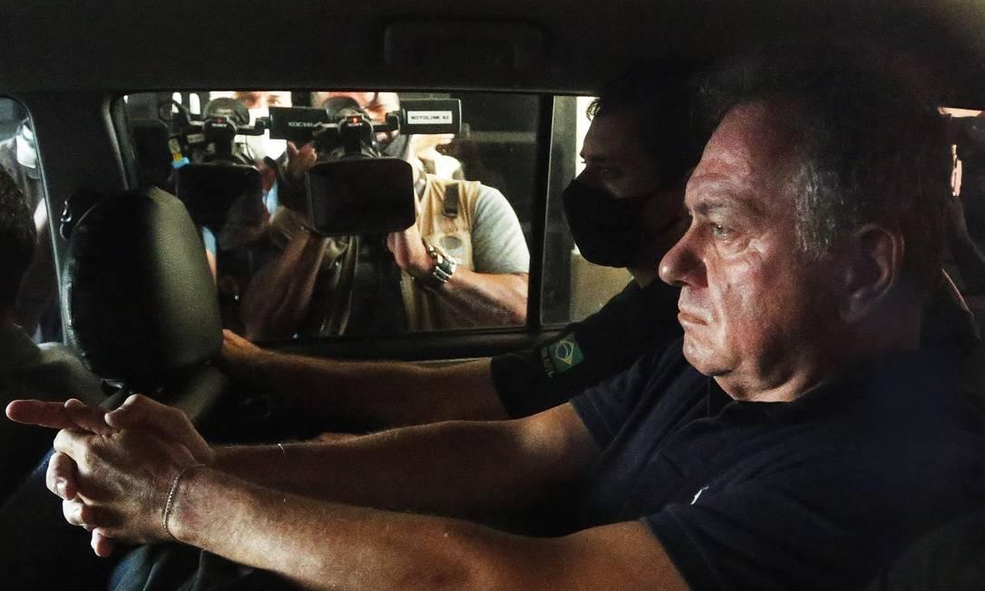O desembargador do TRT Marcos Pinto da Cruz chega à sede da Polícia Federal no Rio de Janeiro Foto: Fabiano Rocha / Agência O Globo