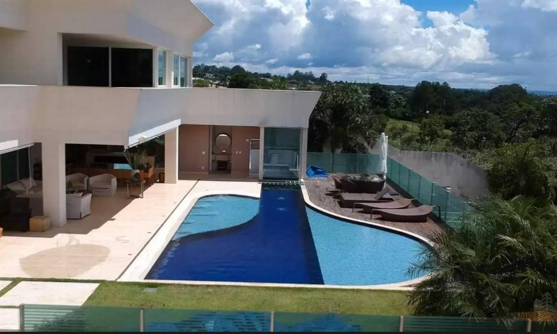 A mansão de Flávio, localizada em uma das áreas mais valorizadas de Brasília, foi comprada por R$ 6 milhões Foto: Reprodução
