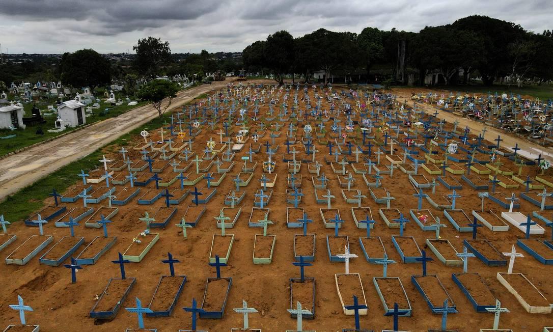 Imagem aérea do Cemitério Parque Tarumã, em Manaus, Amazonas. Foto: Bruno Kelly / REUTERS