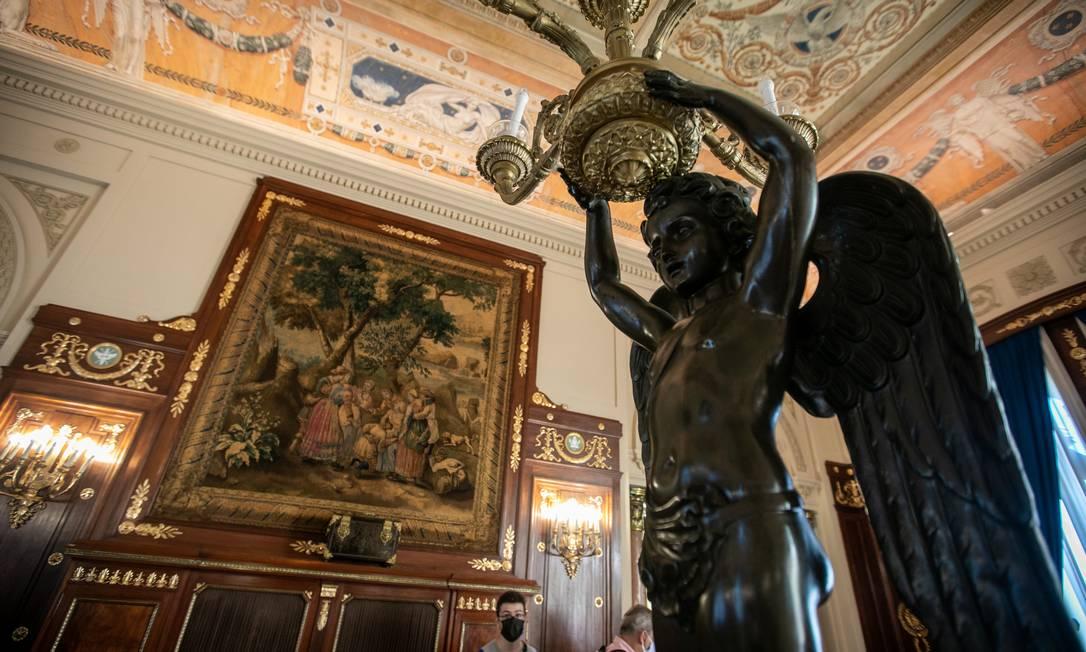 Quadros e objetos trabalhados são elementos para uma volta ao passado do Palácio Laranjeiras Foto: Brenno Carvalho / Agência O Globo