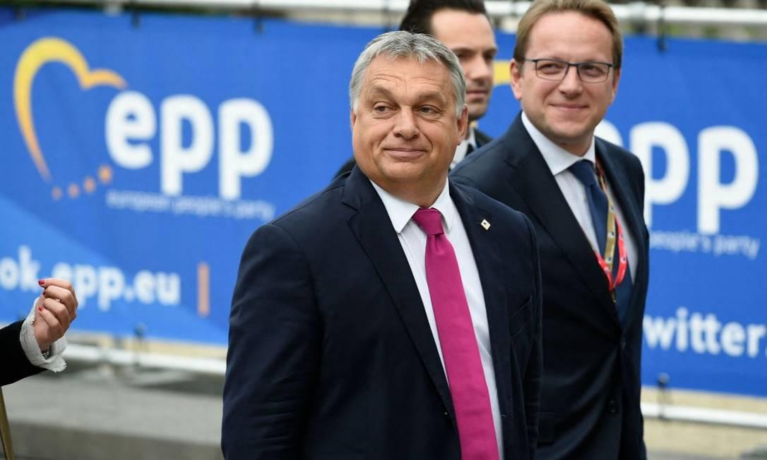 Primeiro-ministro da Hungria, Viktor Orban, chega a uma reunião do Partido Popular Europeu (PPE) em Bruxelas. O partido de direita Fidesz, que governa a Hungria, renunciou ao PPE, após mudança nas regras internas do bloco. Foto: JOHN THYS/ 19/10/2017 / AFP