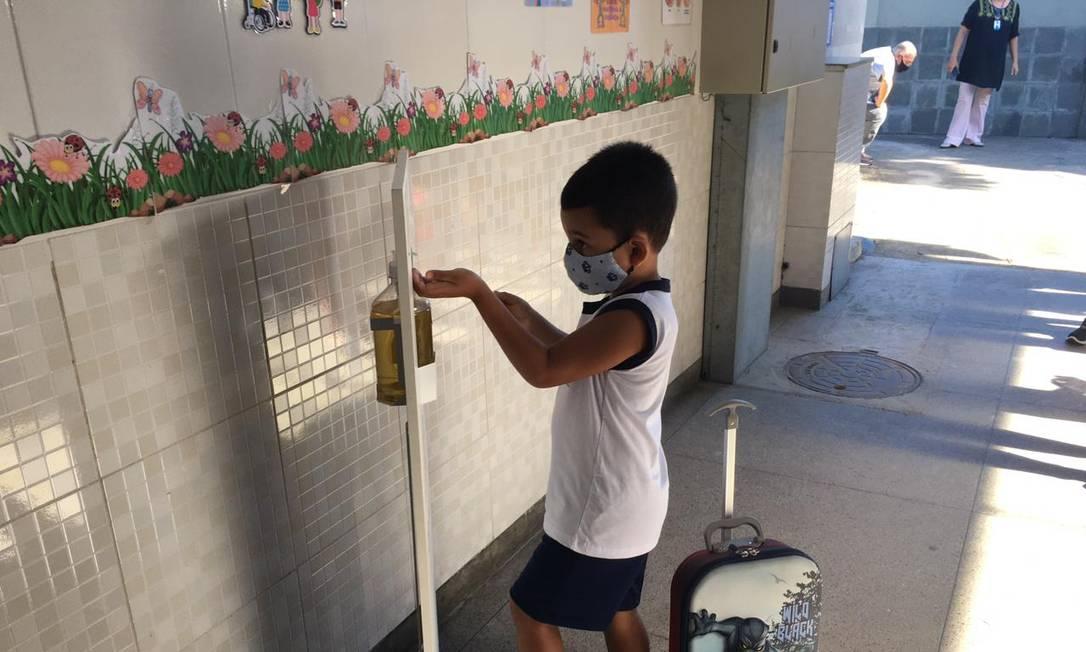 Alunos da pré-escola, do 1º e do 2º ano do ensino fundamental podem voltar às aulas em mais 82 unidades do município do Rio Foto: Rafael Nascimento de Souza / Agência O Globo