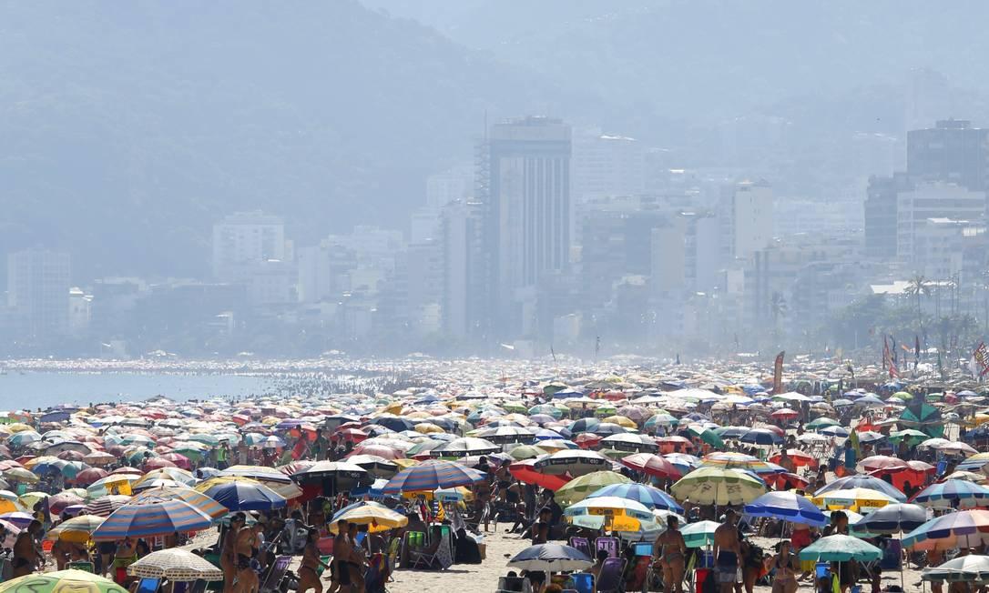 Praias ficaram lotadas na terça-feira de carnaval Foto: Fábio Rossi/16.02.2021 / Agência O Globo