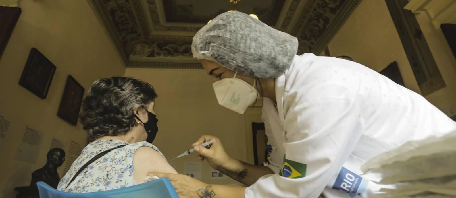 Vacinação contra a Covid-19 no Museu da República, no Palácio do Catete Foto: Gabriel de Paiva